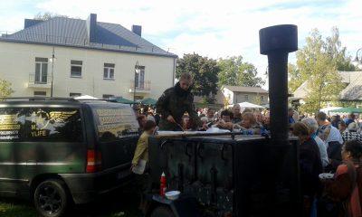 Maitinimas mobilusis. Parduodama karo lauko virtuves įranga su automobiliu